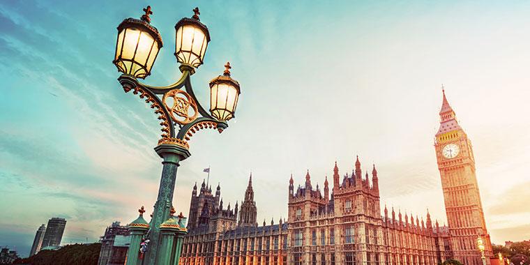 London streetlight and Big Ben